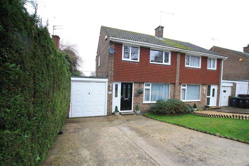 3 Bedrooms Semi Detached House for sale in Bunting Road, Ferndown