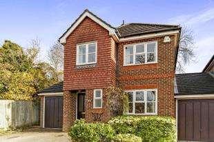 3 Bedrooms House for sale in Asprey Grove, Caterham, Surrey, .