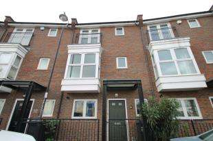 4 Bedrooms Terraced House for sale in Stonely Crescent, Greenhithe, Kent, Uk