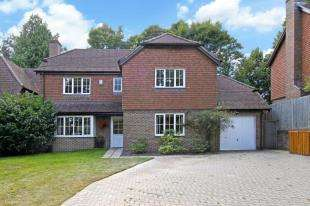 4 Bedrooms Detached House for sale in The Rise, East Grinstead, West Sussex