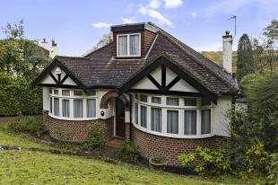 3 Bedrooms Bungalow for sale in Hawkhirst Road, Kenley