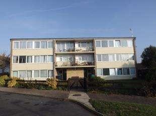 3 Bedrooms Flat for sale in Herons Court, Wroxham Way, Bognor Regis