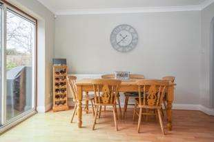 4 Bedrooms Detached House for sale in Oldbury Close, Horsham, West Sussex