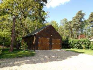 4 Bedrooms Bungalow for sale in Rock Road, Storrington, Pulborough, West Sussex