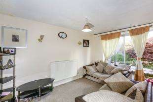 4 Bedrooms House for sale in Kimbolton Close, London, Lee, Lewisham