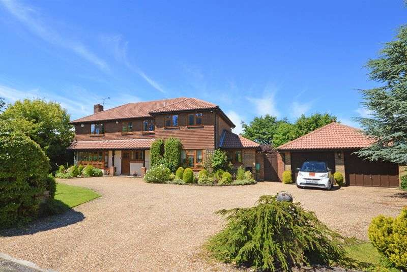 4 Bedrooms Detached House for sale in Hillgarth, Hindhead