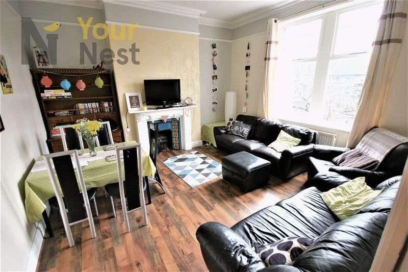 6 Bedrooms Flat for rent in Hollybank, Headingley, LS6 4DJ