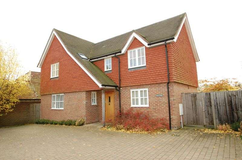 3 Bedrooms Detached House for sale in Stoner Hill, Steep, Petersfield