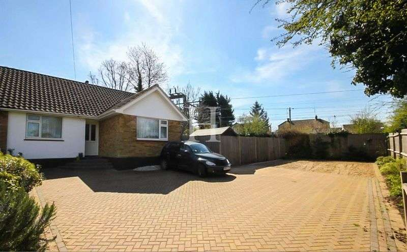 2 Bedrooms Semi Detached Bungalow for sale in Greensward Lane, Hockley, Essex, SS5