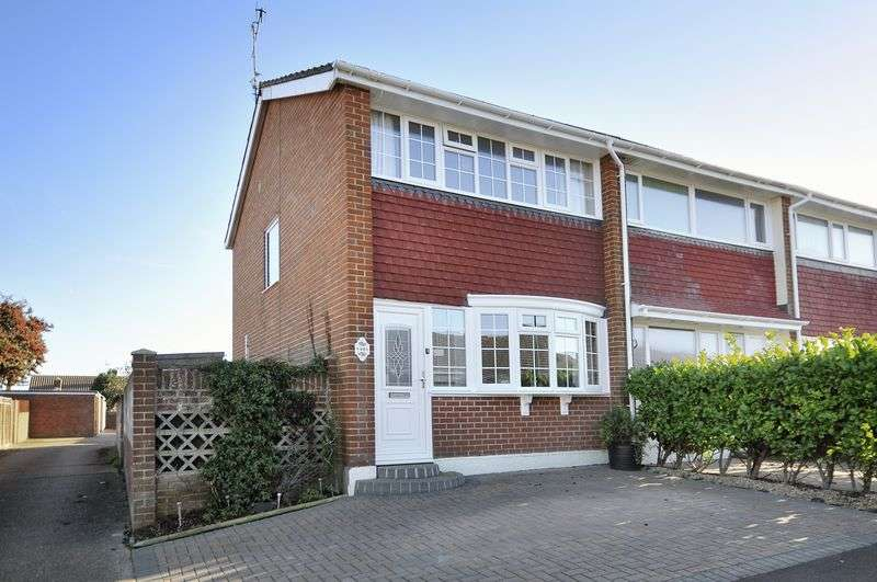 2 Bedrooms Terraced House for sale in Brook Way, Lancing