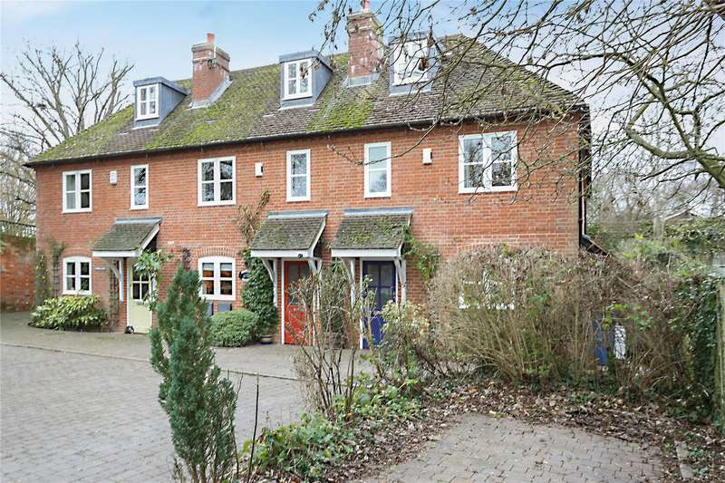 3 Bedrooms Terraced House for sale in Street Cottages, Alton Road, South Warnborough, Hook, RG29