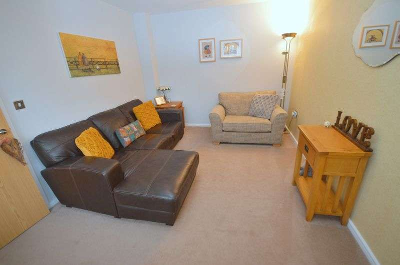 4 Bedrooms Detached House for sale in Connaught Crescent, Widnes