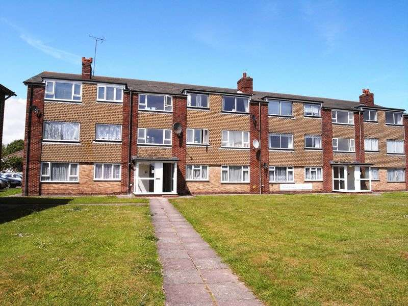 2 Bedrooms Flat for sale in St Marys Close, Littlehampton