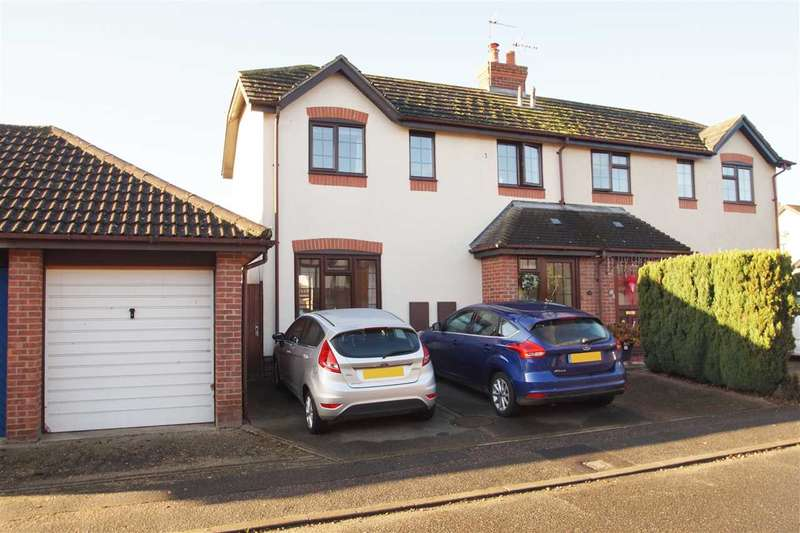 3 Bedrooms Semi Detached House for sale in Stable Close, Stanway, Colchester