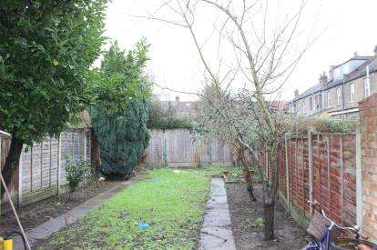 3 Bedrooms Terraced House for sale in Ilford, Redbridge