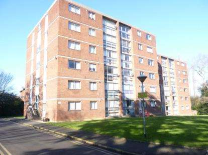 2 Bedrooms Flat for sale in Lyndwood Court, Stoughton Road, Leicester, Leicestershire