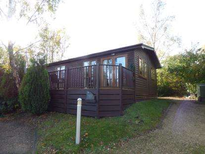 3 Bedrooms Mobile Home for sale in Warmwell Leisure Park, Dorchester, Dorset