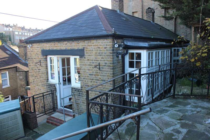 1 Bedroom Bungalow for sale in Parkdale Road, Plumstead, SE18 1RW