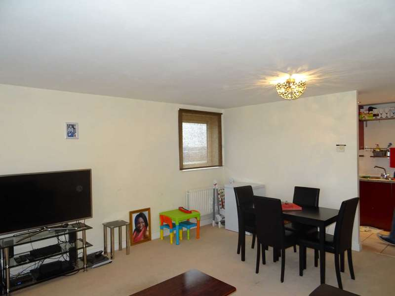 2 Bedrooms Apartment Flat for sale in Well worth a look - Erebus Drive, Riverside