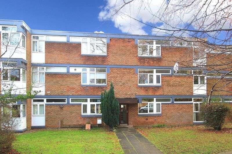 2 Bedrooms Flat for sale in NEWBRIDGE, The Lindens