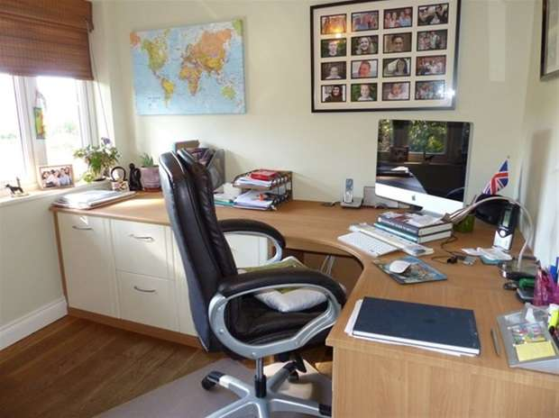 4 Bedrooms Detached House for sale in Upper Marsh Road, Warminster