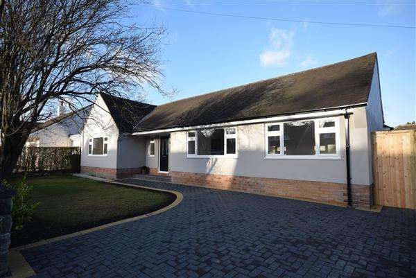 3 Bedrooms Bungalow for sale in Woodlands Drive, Barnston