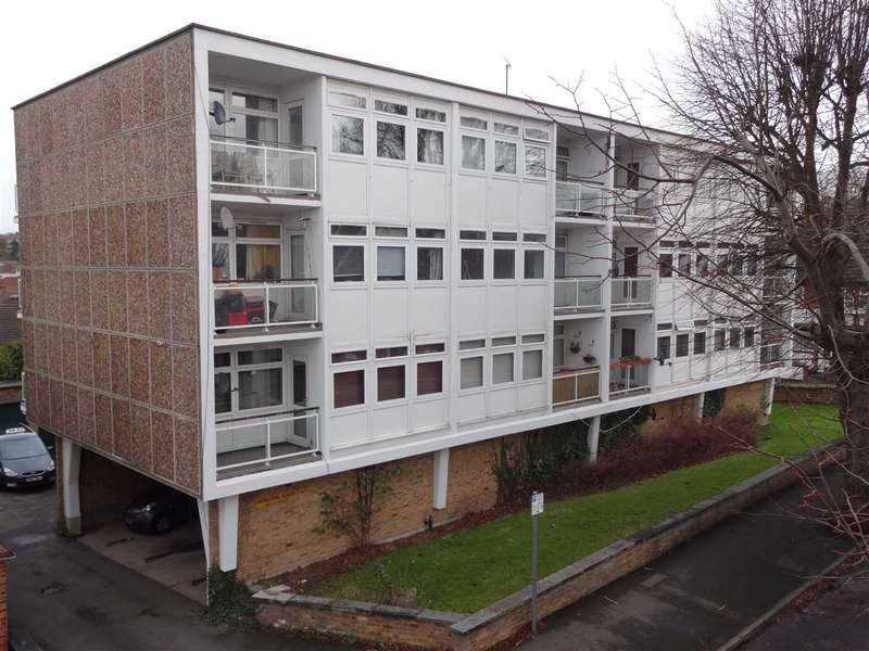 2 Bedrooms Flat for sale in Heseltine House, Warley Mount, Brentwood