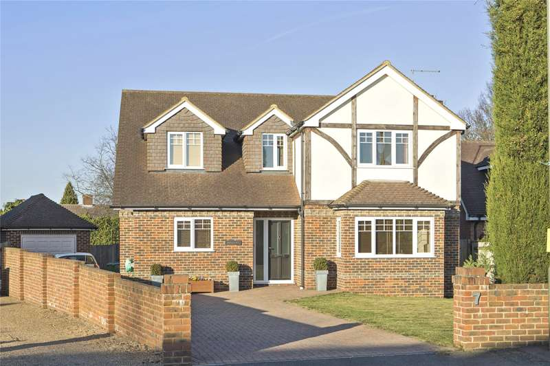 4 Bedrooms Detached House for sale in Park Lawn Road, Weybridge, Surrey, KT13