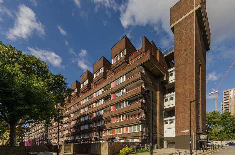 3 Bedrooms Flat for sale in Pendennis House, Rainsborough Avenue, Deptford, SE8