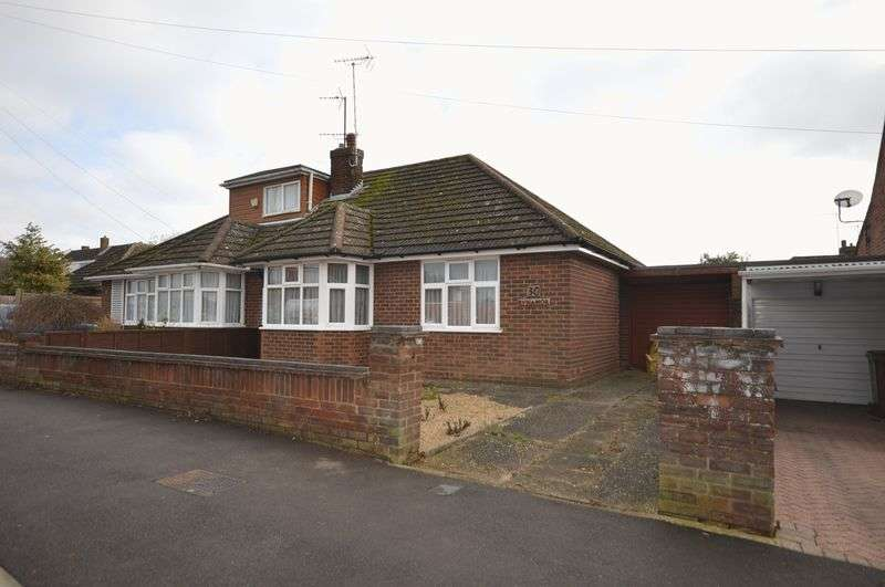 2 Bedrooms Semi Detached Bungalow for sale in Gooseberry Hill, Luton