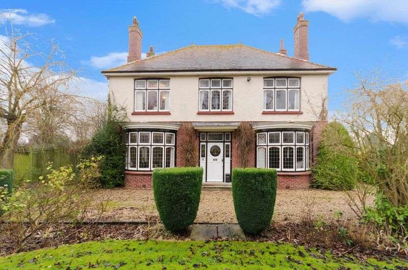 4 Bedrooms Detached House for sale in 76 Witham Road, Woodhall Spa