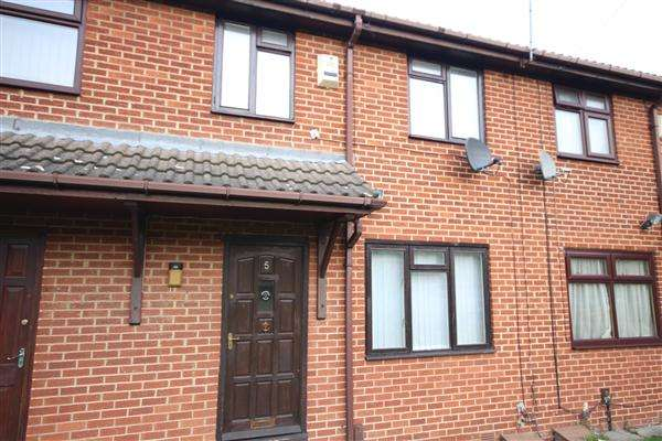 3 Bedrooms Semi Detached House for sale in Hovingham Avenue, Leeds