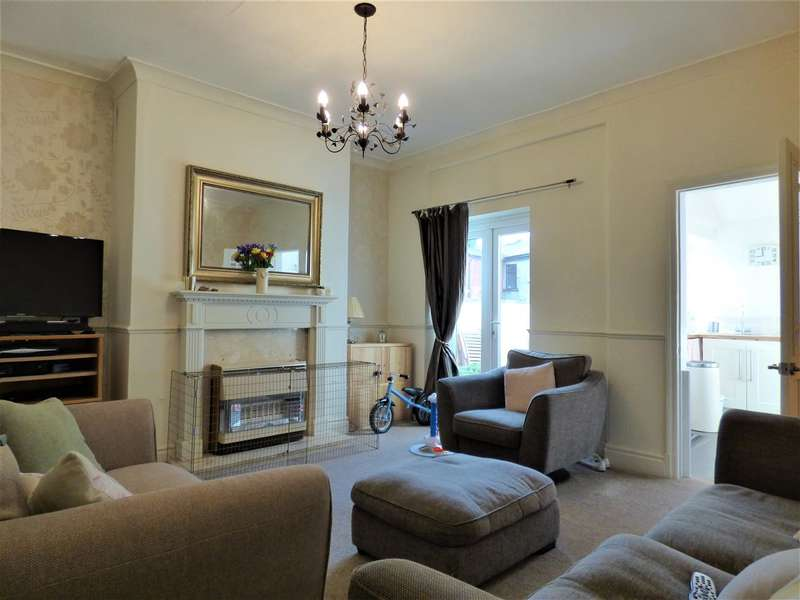 2 Bedrooms Terraced House for sale in Milton Rd, Colne