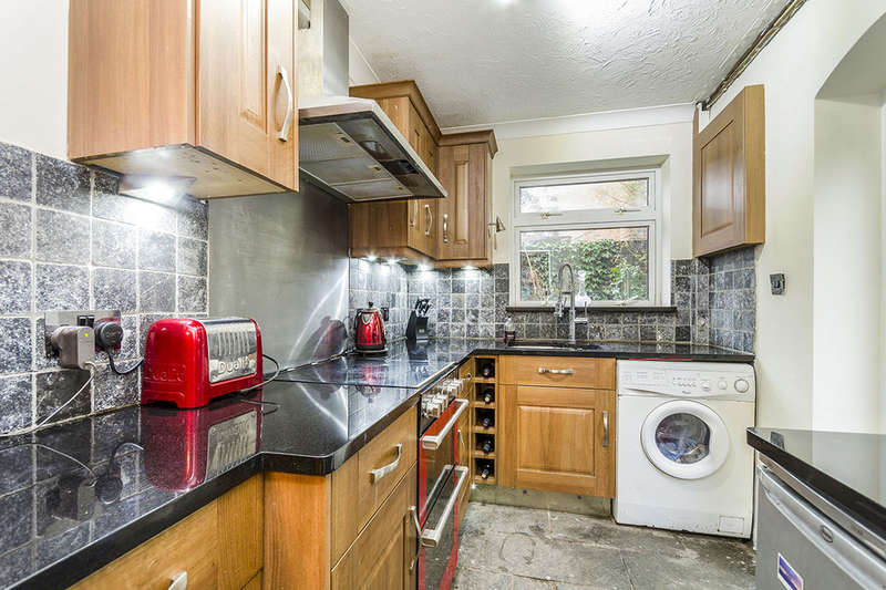 1 Bedroom Flat for sale in Stuart Crescent, Winchester, SO22