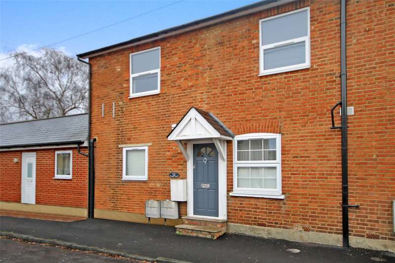 2 Bedrooms Apartment Flat for sale in Chapel Grove, Addlestone, Surrey, KT15