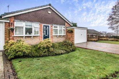 2 Bedrooms Bungalow for sale in Sandringham Road, Worsley, Manchester, Greater Manchester