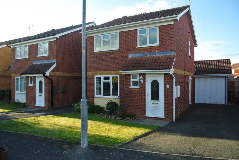 3 Bedrooms Semi Detached House for sale in Honeysuckle Close, Evesham