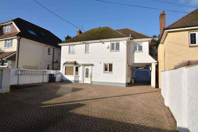 3 Bedrooms Detached House for sale in Ringwood Road, Ferndown