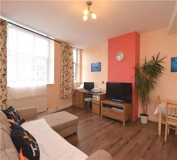 2 Bedrooms Flat for sale in London Road, MORDEN, Surrey, SM4 5BE