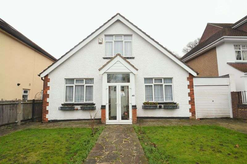 3 Bedrooms Detached Bungalow for sale in Alexandra Crescent, Bromley