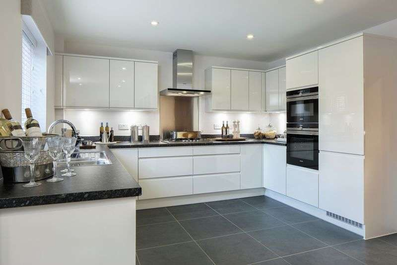 4 Bedrooms Detached House for sale in Shopwhyke Road, Chichester