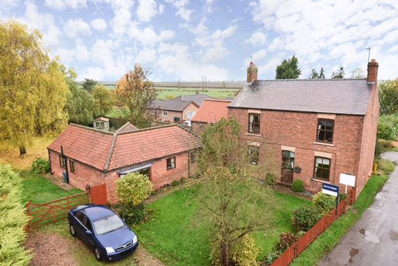 5 Bedrooms Detached House for sale in Church Lane, Corringham