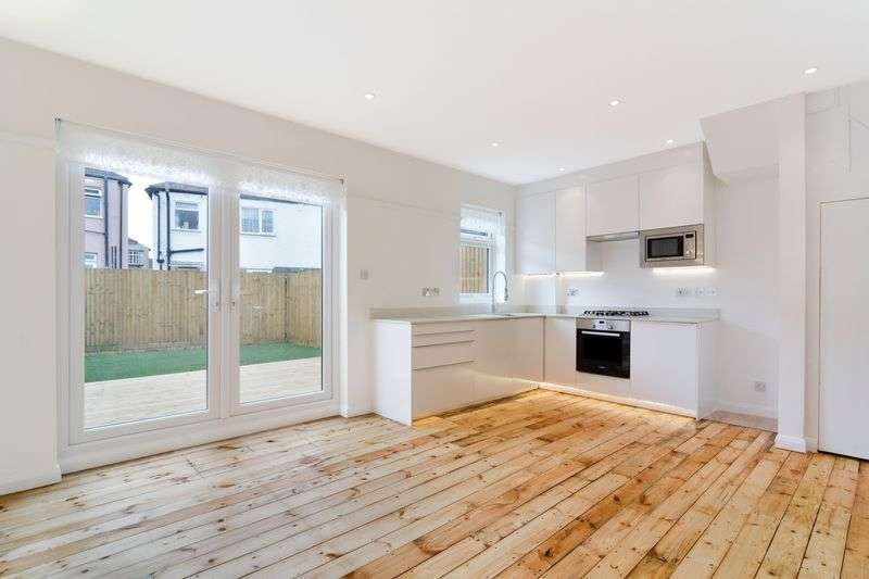 3 Bedrooms Terraced House for sale in Runnymede Crescent, London