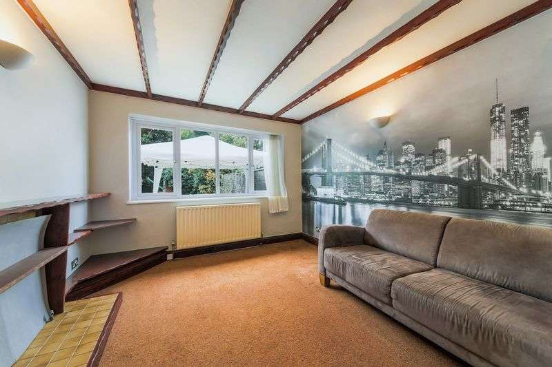 2 Bedrooms Semi Detached House for sale in Baldry Gardens, London