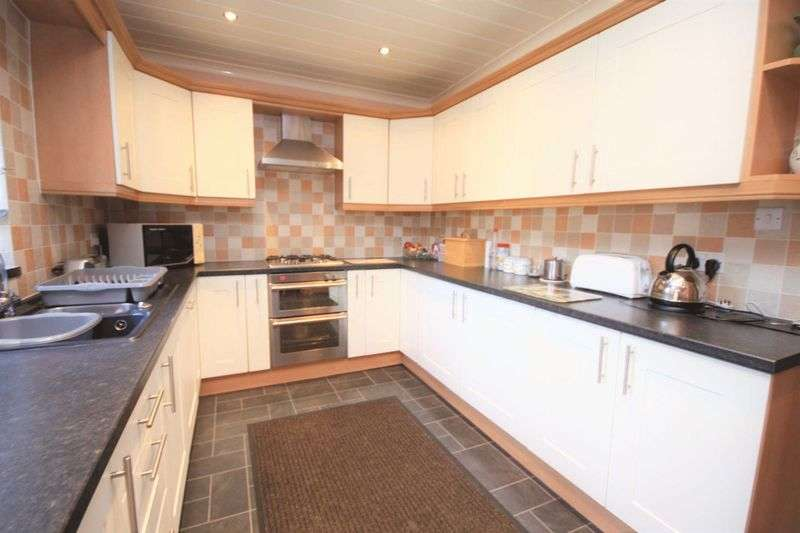 3 Bedrooms Terraced House for sale in Cliffe Avenue, Carlin How