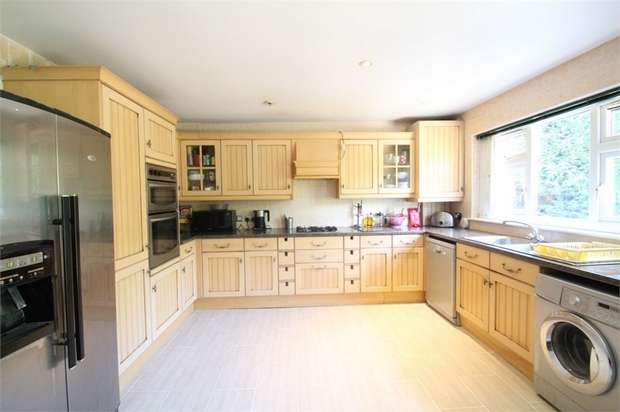 5 Bedrooms Semi Detached House for sale in Twyford Road, Harrow, Middlesex