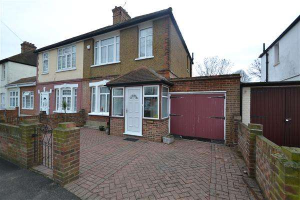 3 Bedrooms Semi Detached House for sale in Maswell Park Crescent, Hounslow