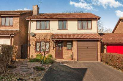 4 Bedrooms Detached House for sale in Foxglove Close, Thornbury, Bristol, Gloucestershire