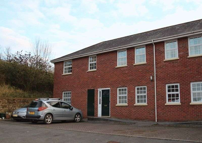 2 Bedrooms Flat for sale in Flat 8 Alexander Court, Crediton