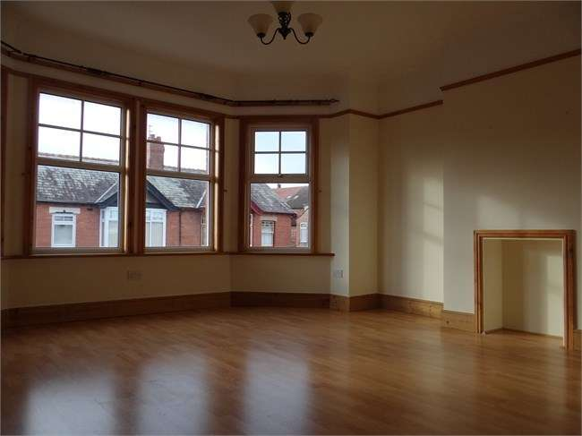 2 Bedrooms Flat for rent in Manor Road, Hoylake.